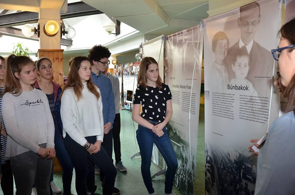 Anne Frank kiállítás nyílt a Török Ignác Gimnáziumban