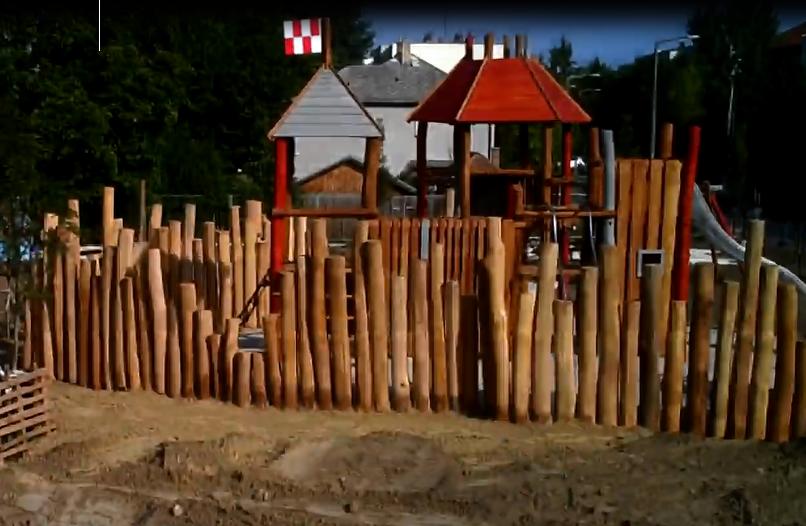 Az idén megújult Rönkvár építésének videófelvétele
