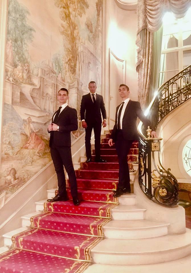 A Fricska a Buckingham palota tróntermében!