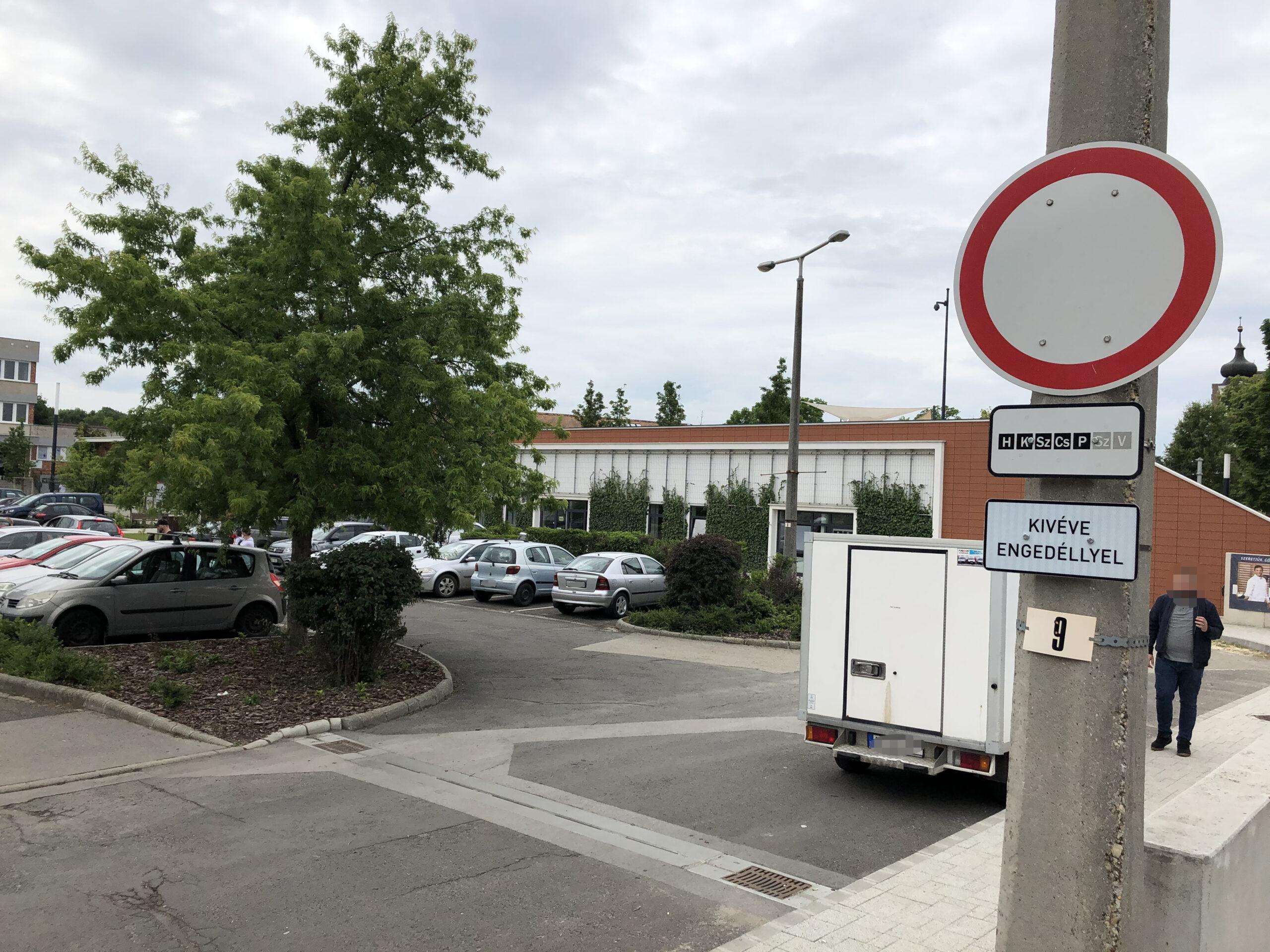 Figyelem! Büntetik a szabálytalan parkolást