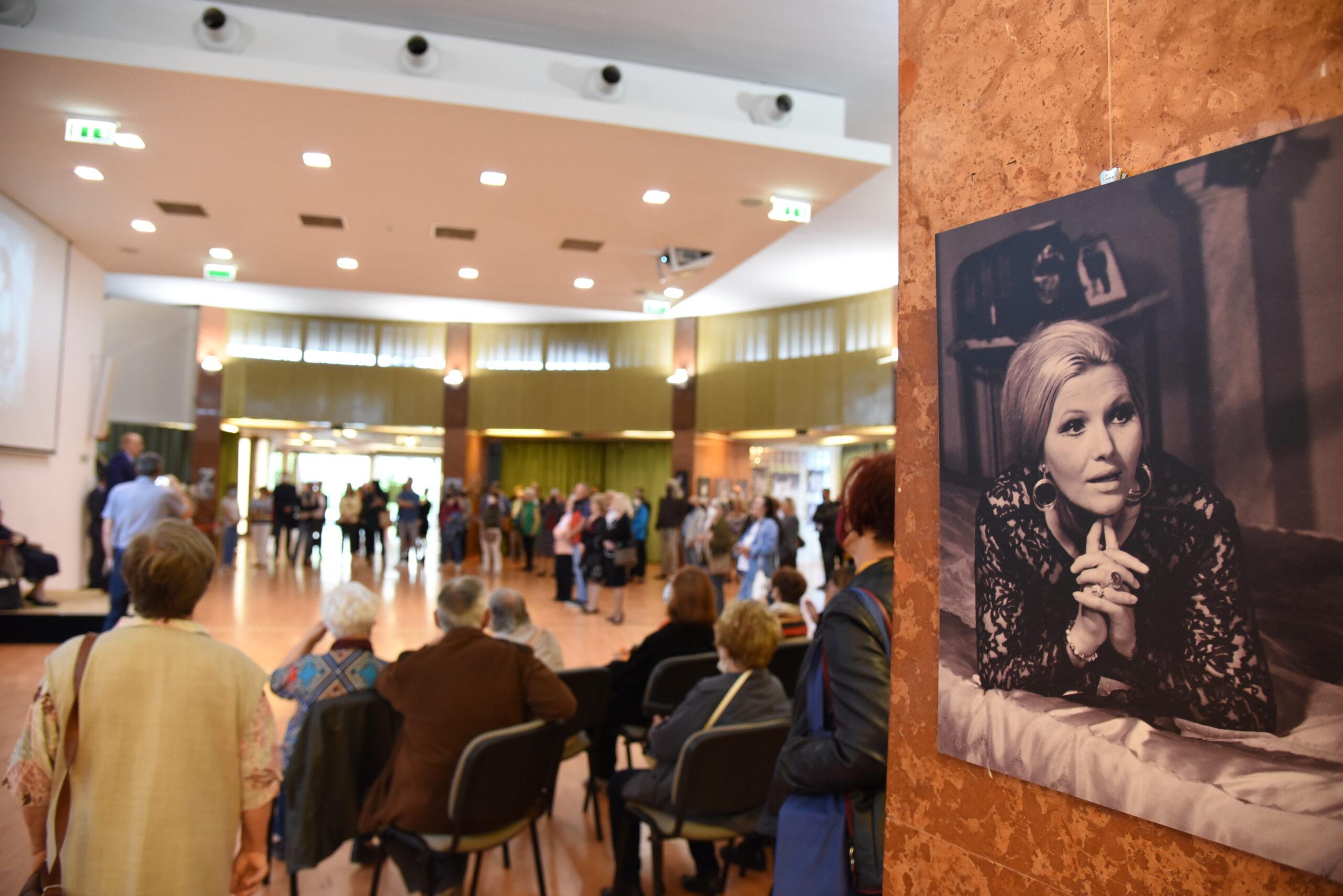 Pécsi Ildikóra emlékezünk – Keleti Éva fotóival