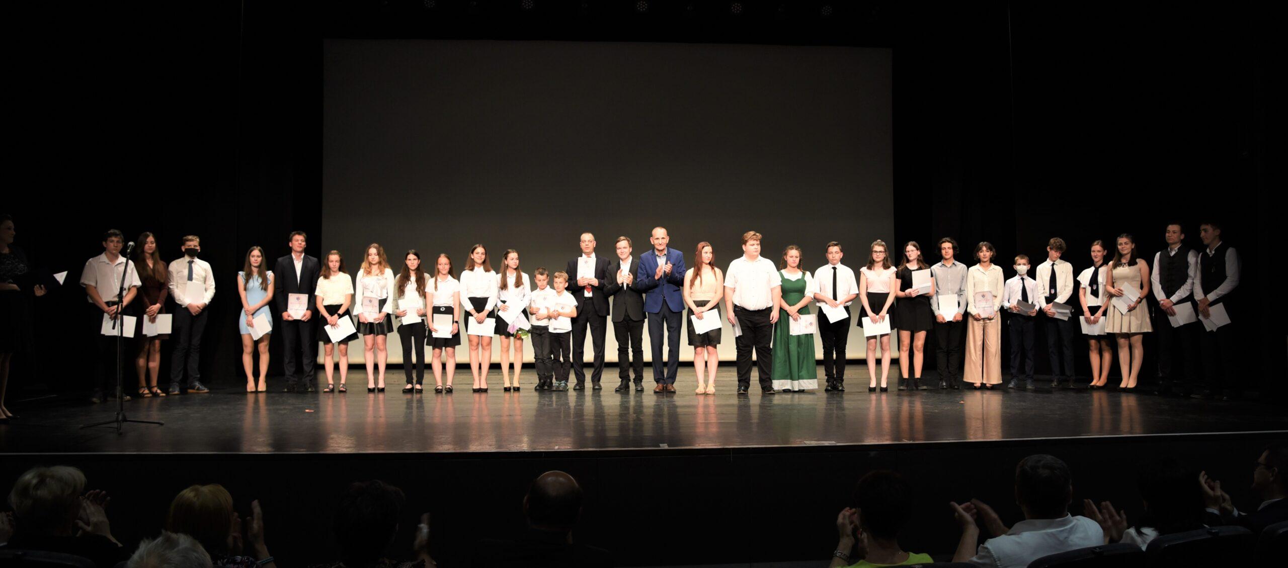 Pedagógusokat és diákokat ismert el Gödöllő városa
